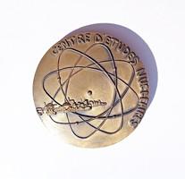 Francia nukleáris témájú bronz plakett