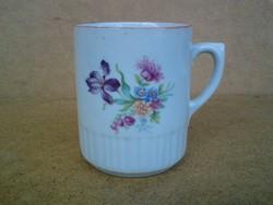 Zsolnay porcelán virágos bögre (sérült a füle)
