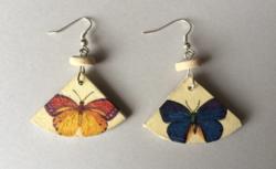 'Színes pillangók' fa fülbevaló - ÚJ KÉZMŰVES ékszer