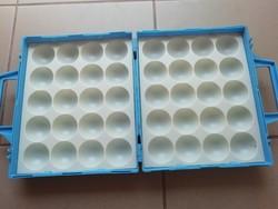 Retro kék műanyag tojástartó