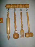 Retro konyhai eszközök fából falidísz - merőkanál, nyújtófa, villa, klopfoló