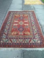 Különlegesen szép kézicsomózású perzsaszőnyeg.