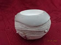 Porcelán gyertyatartó, kerek, legnagyobb átmérője 9 cm.