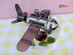 Repülős borospalacktartó, nikkelezett fémből. Egyedi művészi munka.
