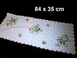 Kalocsai virág mintával kézzel hímzett terítő, futó 84 x 35 cm