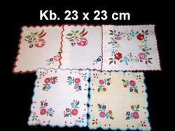 Kalocsai virág mintával kézzel hímzett négyzet alakú terítő kb. 23 x 23 cm darabra