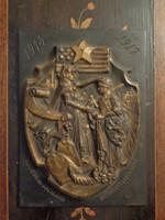 """Az 1914-1917-es háború emléktáblája """"Tisztelet az Belgiumot segítő amerikaiaknak"""""""