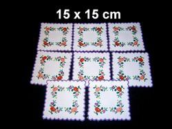 Kalocsai virág mintával kézzel hímzett négyzet alakú terítő 15 x 15 cm darabra