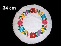 Kalocsai virág mintával kézzel hímzett kerek terítő 34 cm átmérő