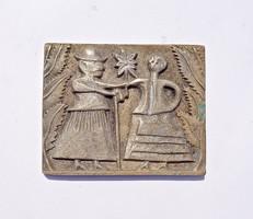Népi jelenetes bronz plakett