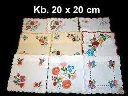 Kalocsai virág mintával kézzel hímzett négyzet alakú terítő kb. 20 x 20 cm darabra