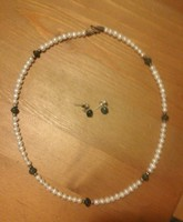 Freshwater cultured pearl necklace with jade stones and jade stone earrings