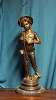 Horgász fiú bronz szobor