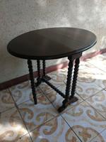 Ovális asztal, szétnyitós, konzolnak is! Többféle funkció! Dohányzó, kávézó, teázó, tévéző asztal!