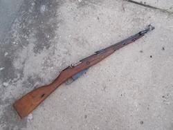 Nagant puska kihajtható bajonettel, hatástalanítva