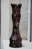 Rubinvörös csiszolt üveg váza