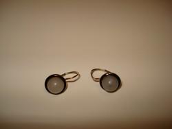14 K antik fülbevaló világos szürke gyöngy kővel.