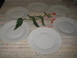 Herendi  fehér  ,sütis  tányérok  6  személyre  , bele nyomott  jelzéssel  ,