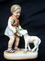 Régi, szép állapotú, talapzaton álló porcelánfajansz figura. Báránykát etető kislány  Alján címerpaj