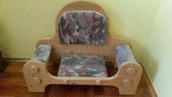 Gyerek fotel eladó! Szépen kidolgozott,kárpitozott gyerek fotel, kanapé