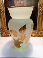 Aranyszínű levelekkel festett üveg váza zöld árnyalattal