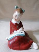 Bodrogkeresztúri olvasó kislány