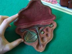 Nagyon régi utazó patika vagy ékszerész mérleg dobozában
