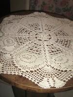 Meseszép különleges ekrü kézzel horgolt antik kerek rózsás csipke terítő