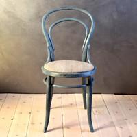 Vintage thonet szék kékes viaszbevonattal, restaurált, natúr antik vászon kárpittal