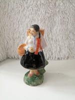 Endrő Margit: Szüretelő nő kerámia szobor