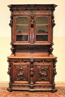 Antik reneszánsz stílusú alakos faragású vitrines tálaló szekrény!