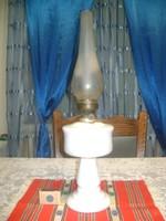 Antik tejüveg petróleum lámpa - 49 cm magas