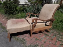 Biedermeier fotel, ágy.