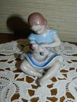 Kőbányai Porcelángyár babás kislány.