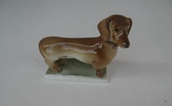 Zsolnay porcelán, tacskó kutya, 8 cm-es, hibátlan darab.