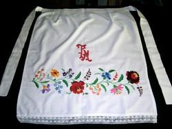 Kalocsai virág mintával kézzel hímzett, monogramos nagyon szép nagy kötény 4-es