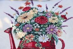 Locsolókannás ,virágos  gépi gobelin párnahuzat