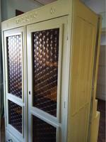 ÓLOMÜVEGES MÉLY POLCOS FIÓKOS 2AJTÓS barna üveges szekrény kétajtós ruhás könyves tálaló