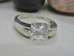 Szépséges ezüst gyűrű smaragd csiszolású  kővel