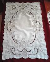 Antik, kézzel hímzett, ekrű terítő, 57 x 36 cm