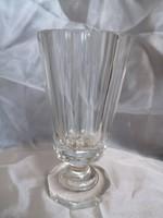 Antik fújt,metszett, vastagfalú üveg, nyolc lapra csiszolt, fazettált, talpas biedermeier pohár