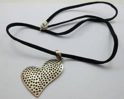 Különleges ezüst szív függő bőrszíjon 925-ös