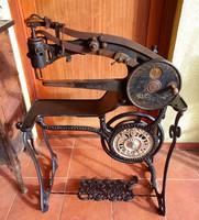 Antik cipész varrógép az 1890-es évekből