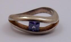 Régi elegáns ezüst gyűrű kis lila kő 925
