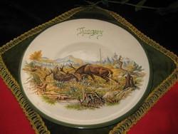 Vadészjelenetes  ,   Szarvas bikák , harcát    ábrázoló  , fali tányér  , máz alatti  kézifestés