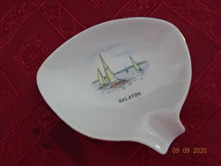 Aquincum porcelán hamutál, Balaton felirattal és látképpel. Legnagyobb hossza 10 cm.