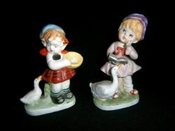 2 db biszkvit és mázas porcelán figura: kislányok libával, libás kislány