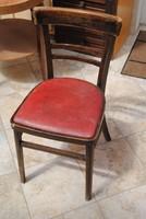 Régi szék piros műbőr ülőkével