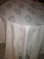 Gyönyörű vintage hófehér rózsás damaszt terítő