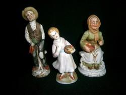 3 db biszkvit porcelán figura: zöldséget szedő anyóka, apóka és unoka kislány